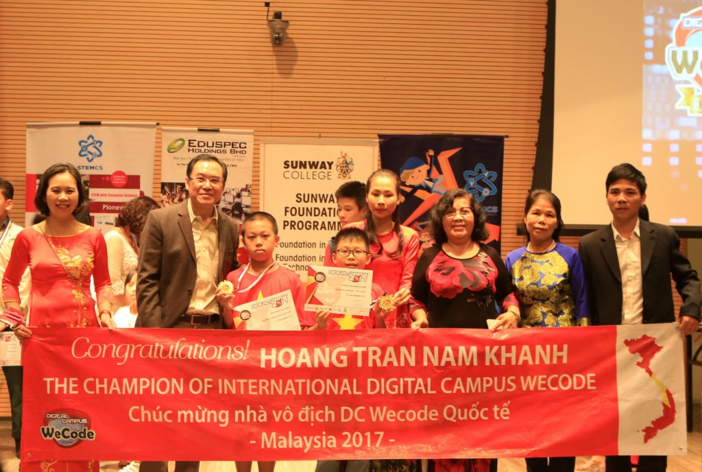 Đoàn học sinh của Học viện STEAM thắng lớn tại DC WeCode 2017 tại Malaysia