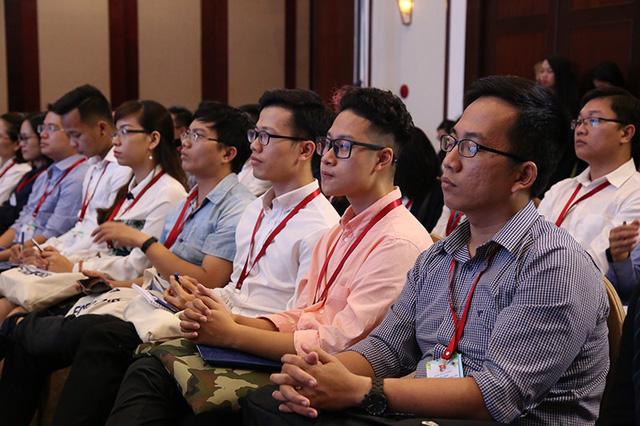 Các trí thức trẻ Việt Nam trong và ngoài nước lắng nghe và đóng góp ý kiến để thúc đẩy STEM-STEAM để xây dựng nguồn nhân lực chất lượng cao trong phát triển cách mạng công nghiệp 4.0