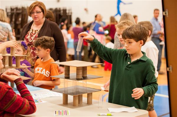 Hoạt động trải nghiệm STEAM giúp trẻ hào hứng hơn trong quá trình học tập