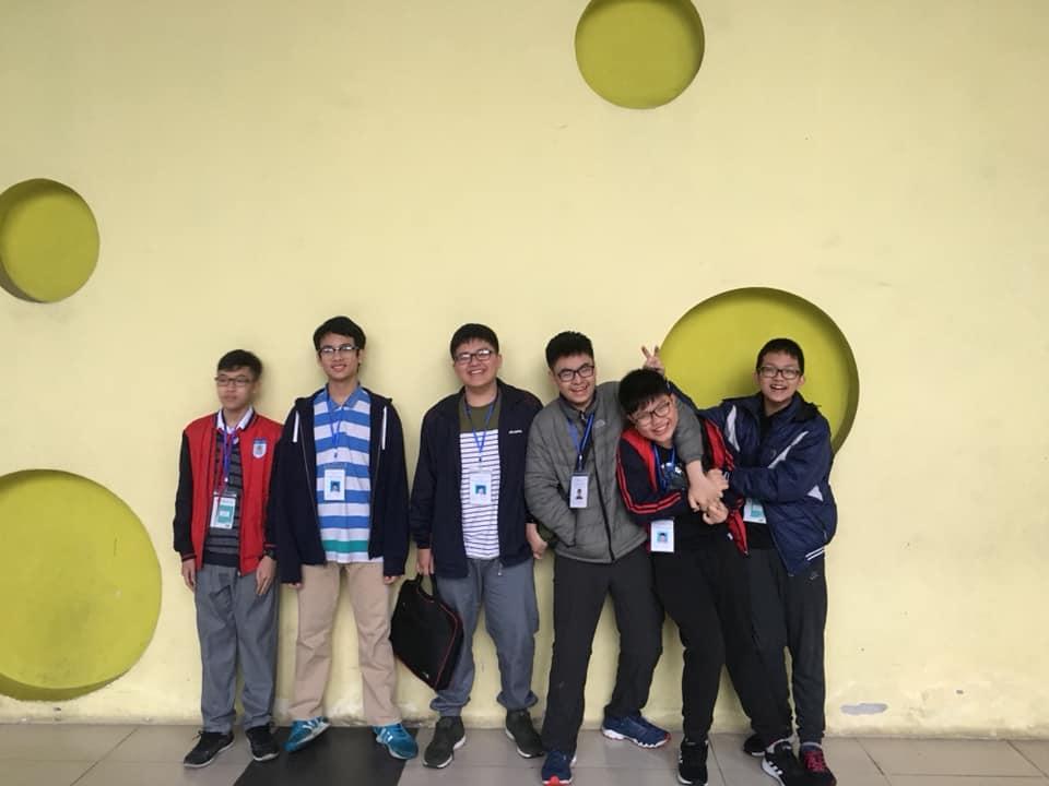 Các thí sinh CLB Học viện STEAM tại Trường Tiểu học, THCS & THPT Đa Trí Tuệ (MIS)