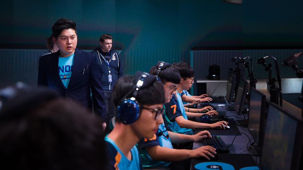 Yếu tố phối hợp làm việc nhóm và giải quyết tình huống được coi là then chốt trong bất kì cuộc đấu thể thao điện tử (E-Sport)