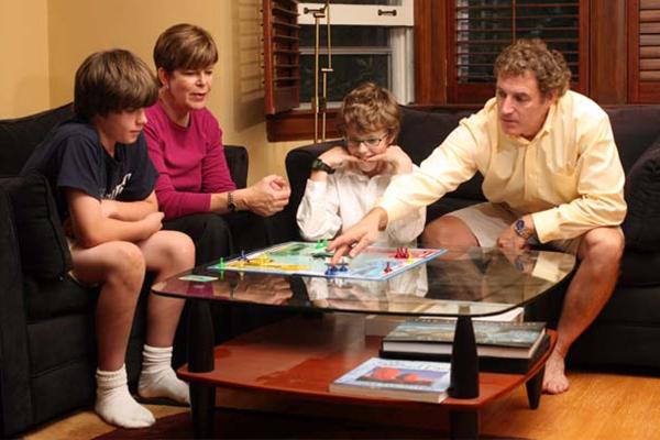Boardgame là trò chơi mà người chơi có thể vừa chơi vừa học, giúp kết nối các thành viên trong gia đình, xây dựng tạo lập mối quan hệ